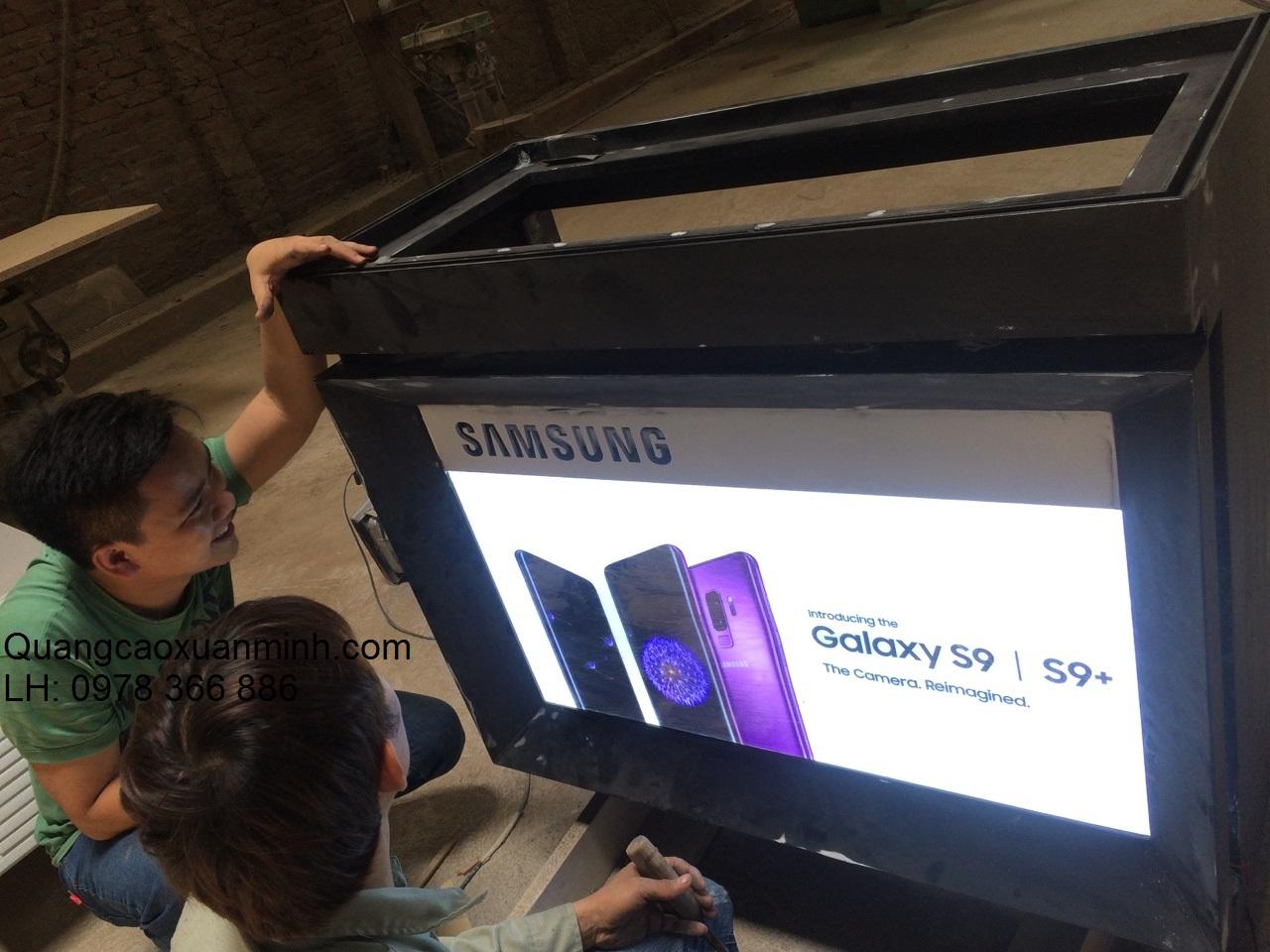 Làm-300-tủ-kệ-điện-thoại-Samsung