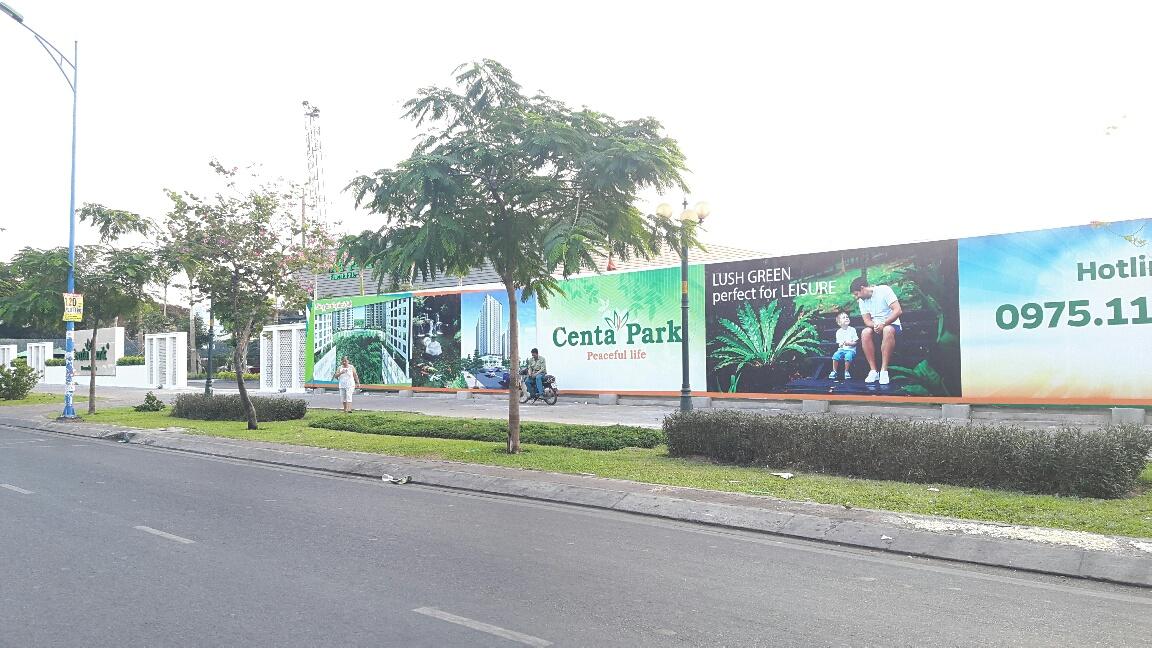 Biển quảng cáo hàng rào