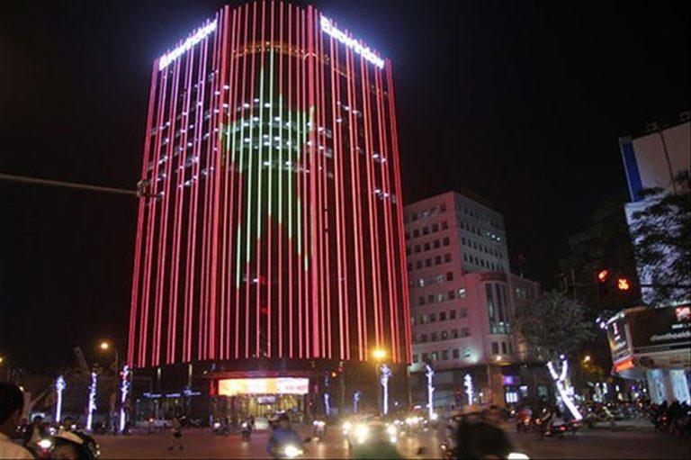 Đèn led chạy dọc tòa nhà
